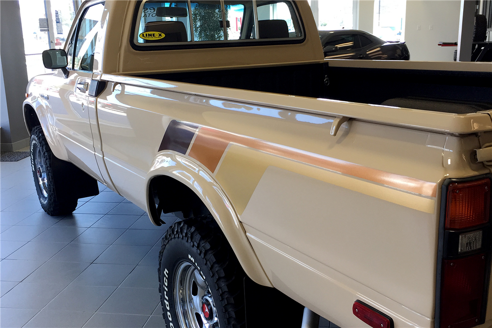 1982 TOYOTA 4X4 PICKUP - Rear 3/4 - 188716