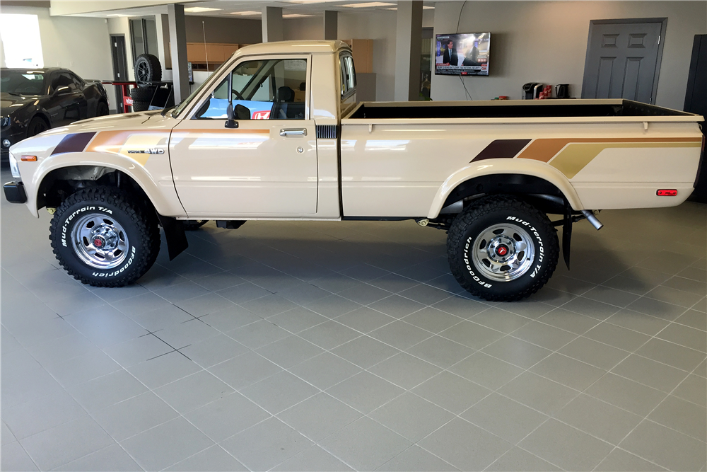 1982 TOYOTA 4X4 PICKUP - Side Profile - 188716