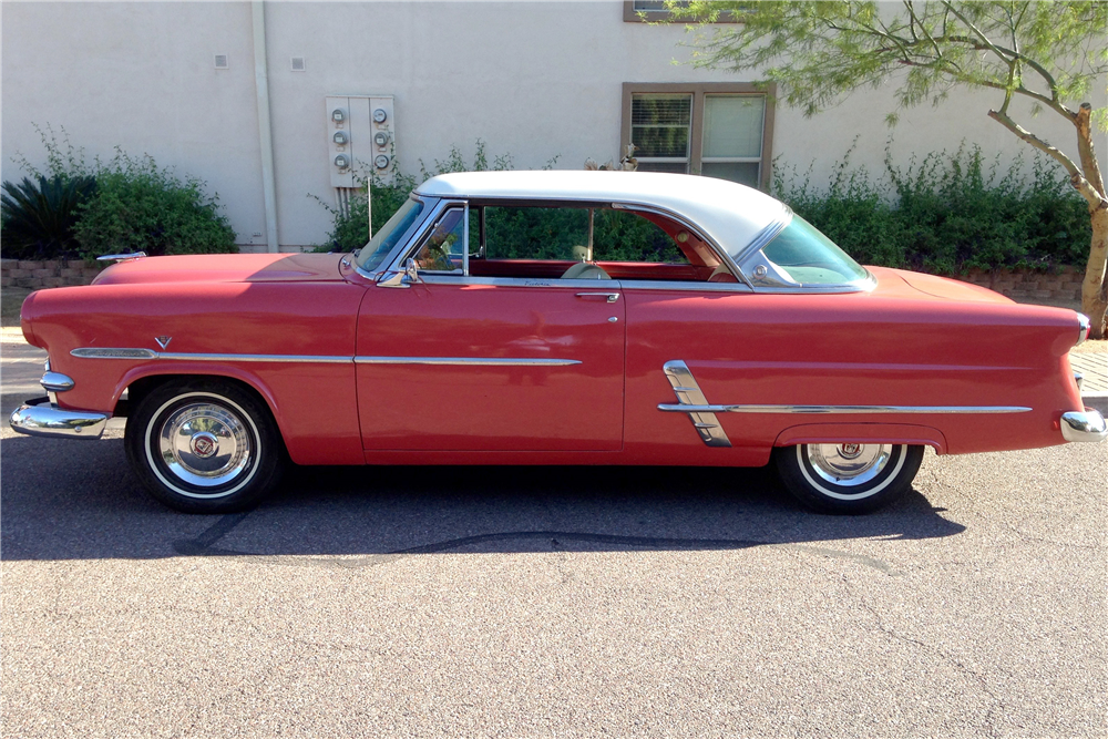1953 FORD CRESTLINE VICTORIA - Side Profile - 188723