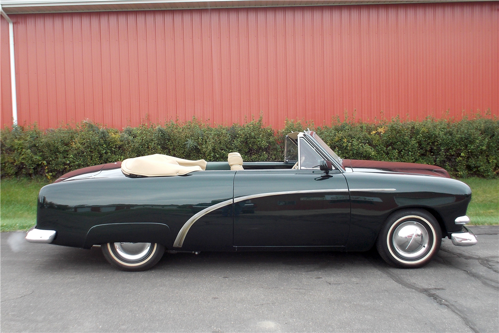 1951 FORD CUSTOM CONVERTIBLE - Side Profile - 188725