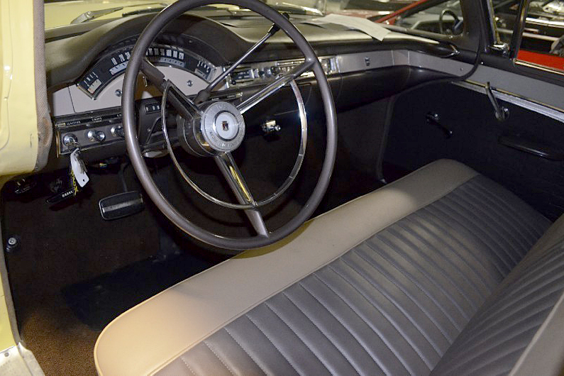 1957 FORD FAIRLANE 500 - Interior - 188803