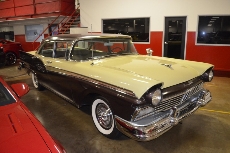 1957 FORD FAIRLANE 500 - Side Profile - 188803