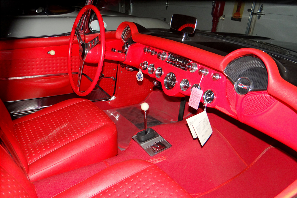 1957 CHEVROLET CORVETTE CONVERTIBLE - Interior - 188812