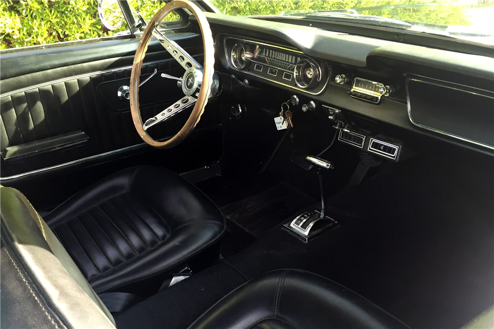 1965 FORD MUSTANG FASTBACK - Interior - 188848