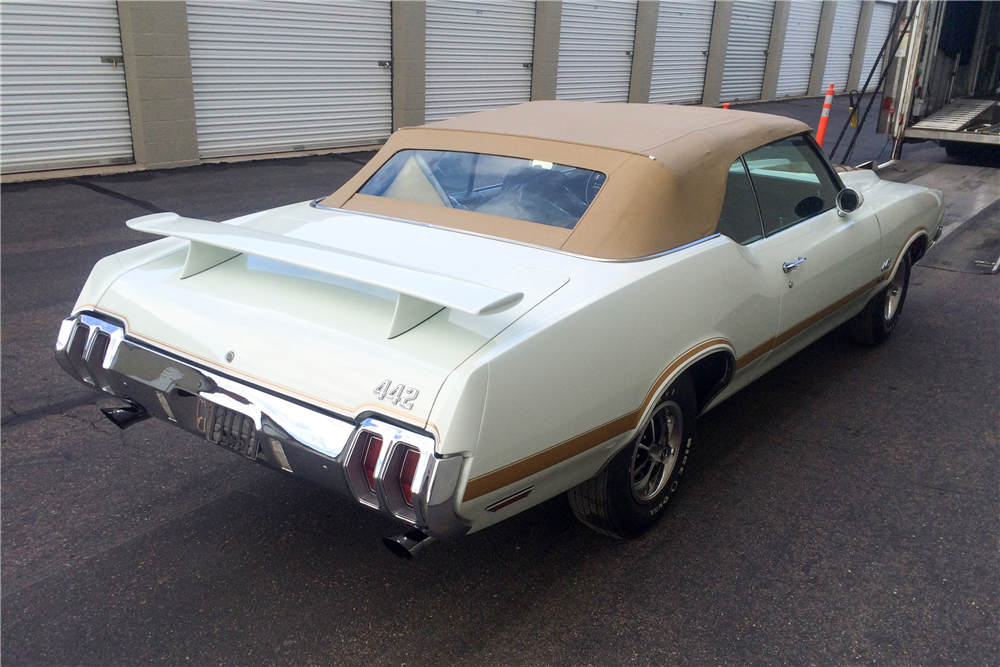 1970 OLDSMOBILE 442 CONVERTIBLE - Rear 3/4 - 188869