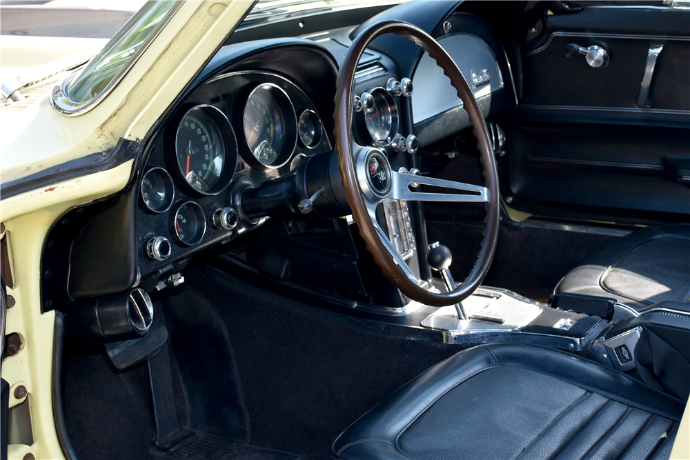 1967 CHEVROLET CORVETTE - Interior - 188917
