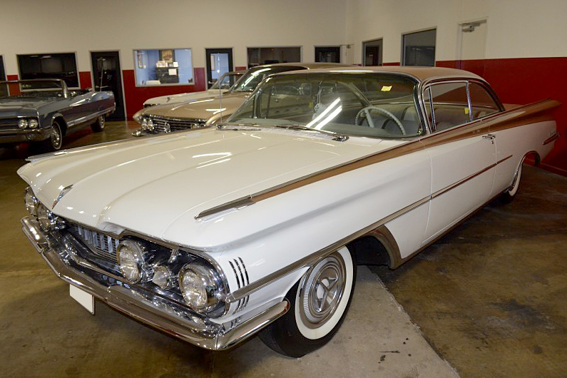 1959 OLDSMOBILE HOLIDAY 98  - Front 3/4 - 188982