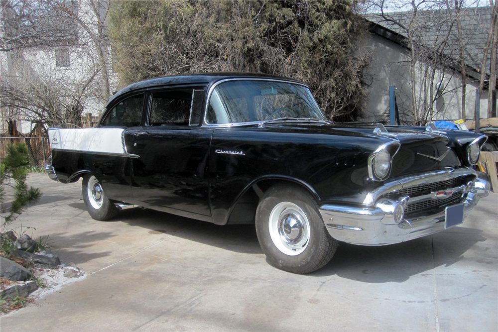 1957 CHEVROLET 150 CUSTOM 2-DOOR POST - Front 3/4 - 189002