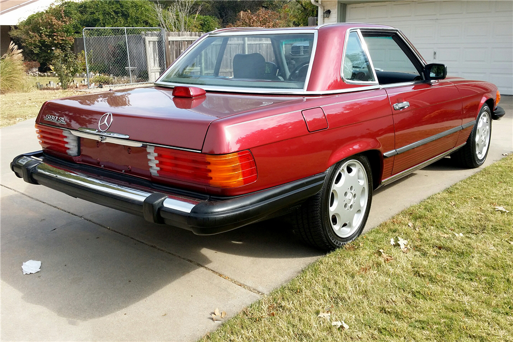 1986 MERCEDES-BENZ 560SL ROADSTER - Rear 3/4 - 189021