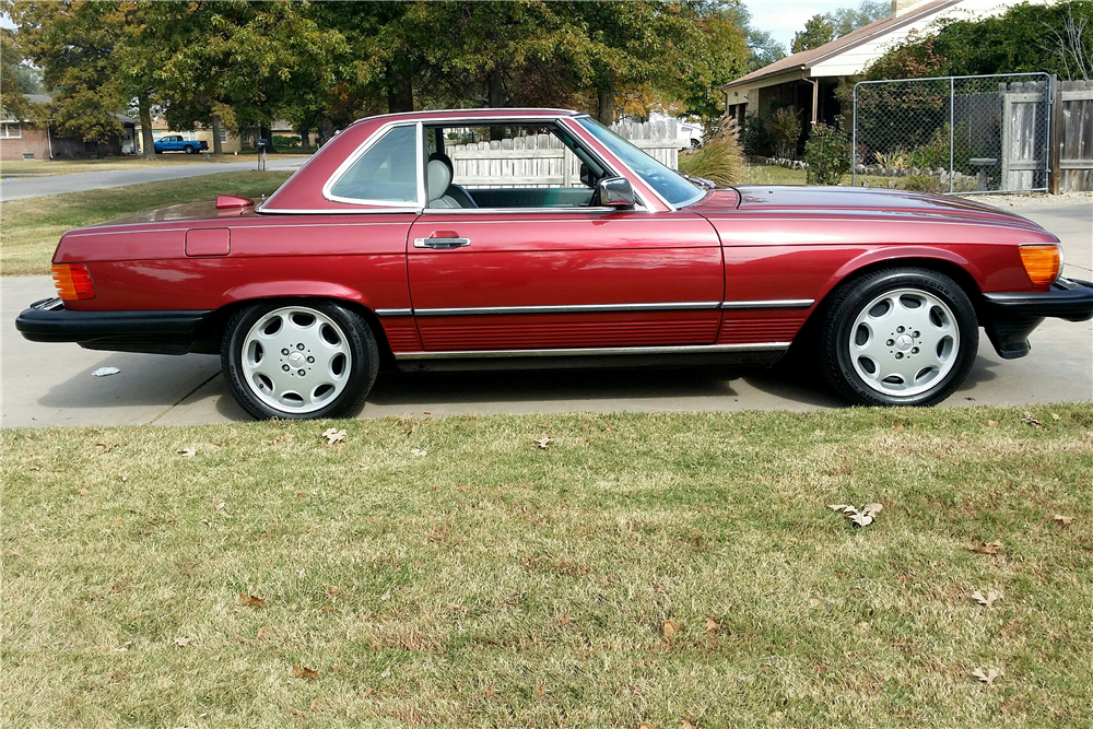 1986 MERCEDES-BENZ 560SL ROADSTER - Side Profile - 189021