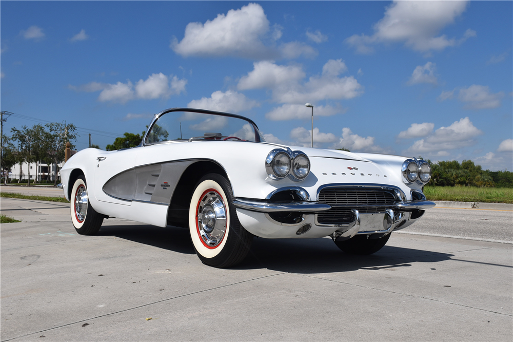 1961 CHEVROLET CORVETTE CONVERTIBLE - Front 3/4 - 189032