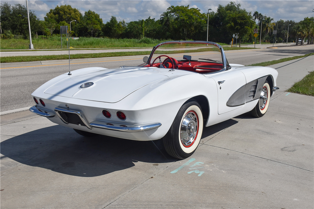 1961 CHEVROLET CORVETTE CONVERTIBLE - Rear 3/4 - 189032