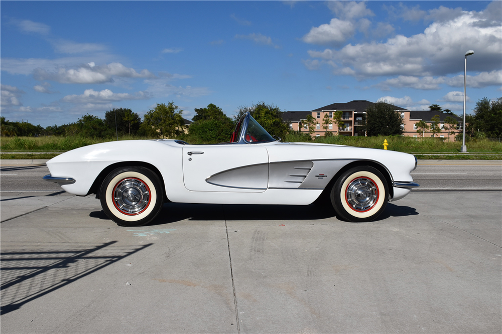 1961 CHEVROLET CORVETTE CONVERTIBLE - Side Profile - 189032