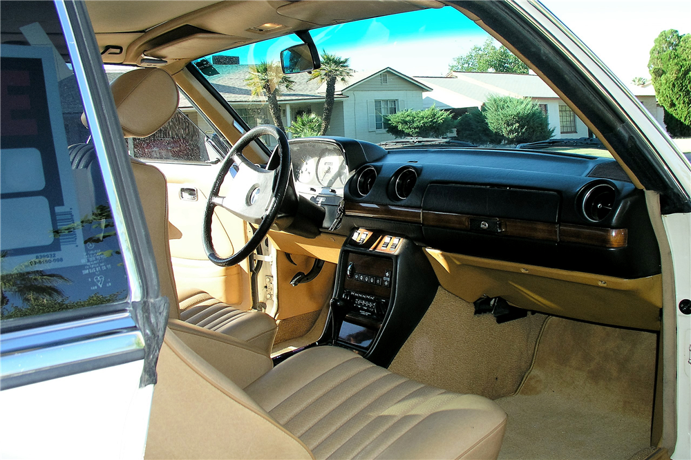 1981 MERCEDES-BENZ 280CE - Interior - 189050