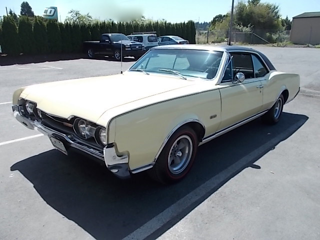 1967 OLDSMOBILE CUTLASS SUPREME - Front 3/4 - 189056