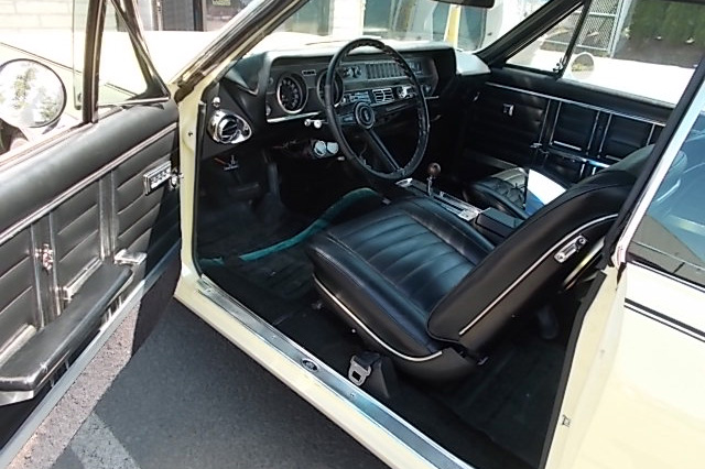 1967 OLDSMOBILE CUTLASS SUPREME - Interior - 189056