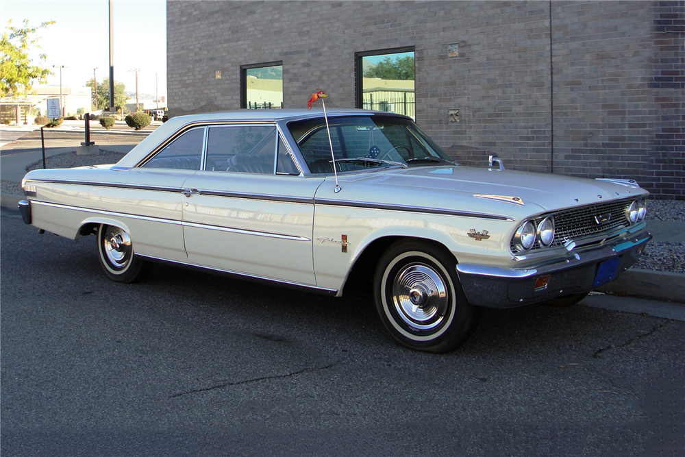 1963 FORD GALAXIE XL - Front 3/4 - 189058