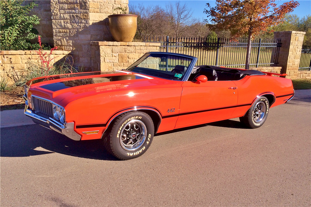 1970 OLDSMOBILE 442 CONVERTIBLE - Front 3/4 - 189090