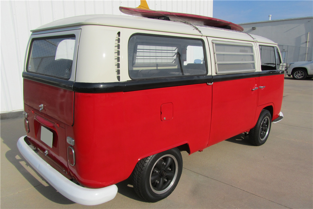1968 VOLKSWAGEN CAMPER BUS - Rear 3/4 - 189111