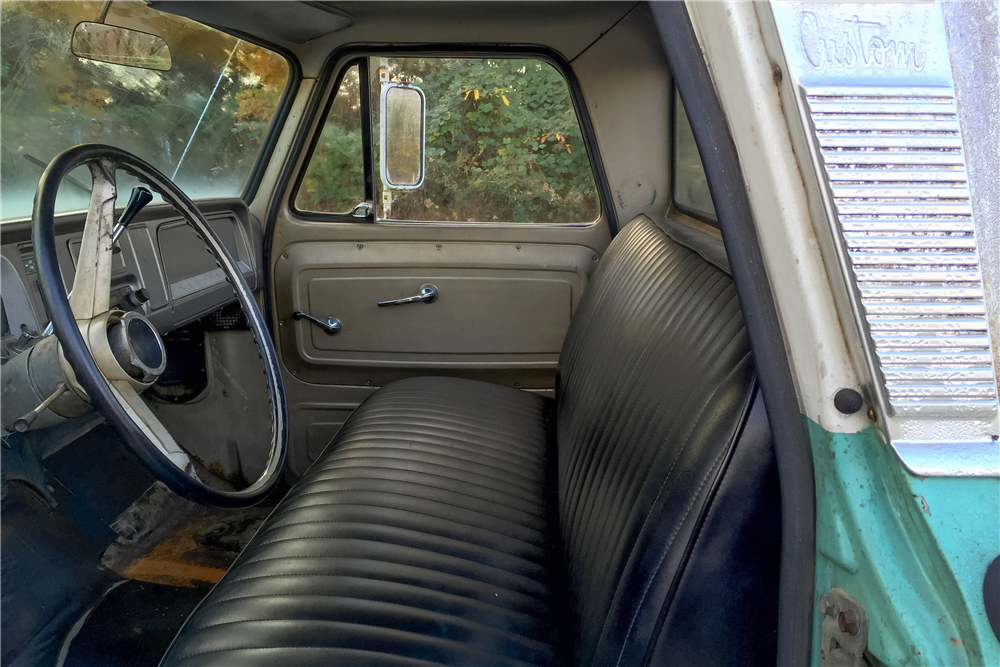 1966 CHEVROLET C-15 PICKUP - Interior - 189113