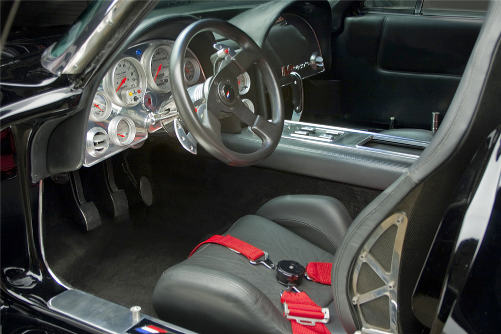 1963 CHEVROLET CORVETTE CUSTOM COUPE - Interior - 189131