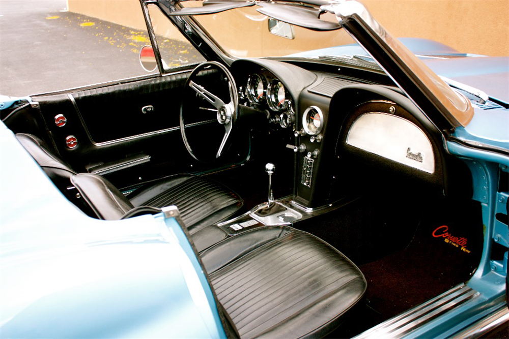 1963 CHEVROLET CORVETTE CONVERTIBLE - Interior - 189153