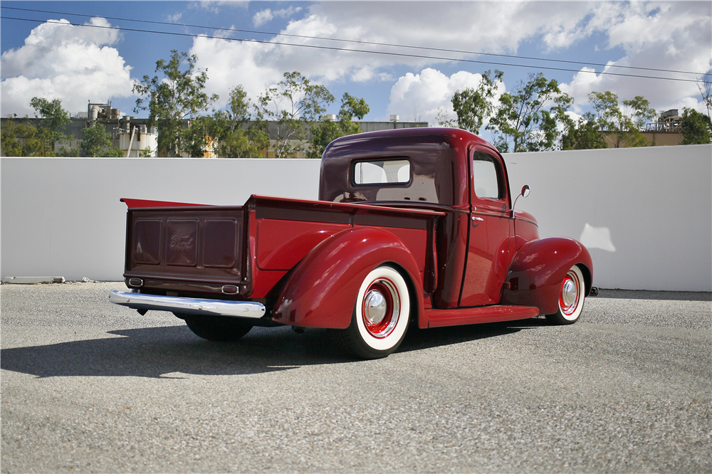 1941 FORD CUSTOM PICKUP - Rear 3/4 - 189154