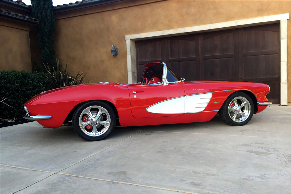 1961 CHEVROLET CORVETTE CUSTOM CONVERTIBLE - Side Profile - 189156