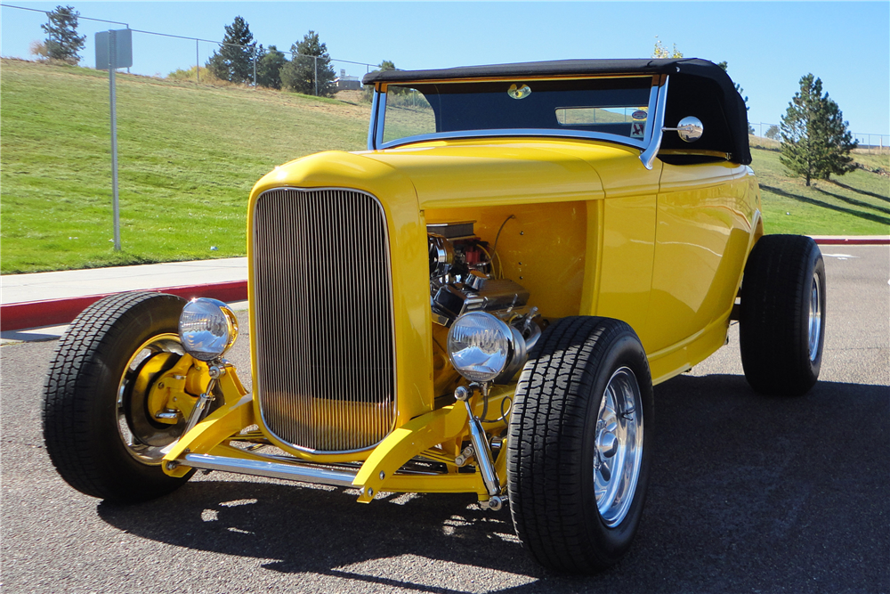 1932 FORD CUSTOM ROADSTER - Front 3/4 - 189161