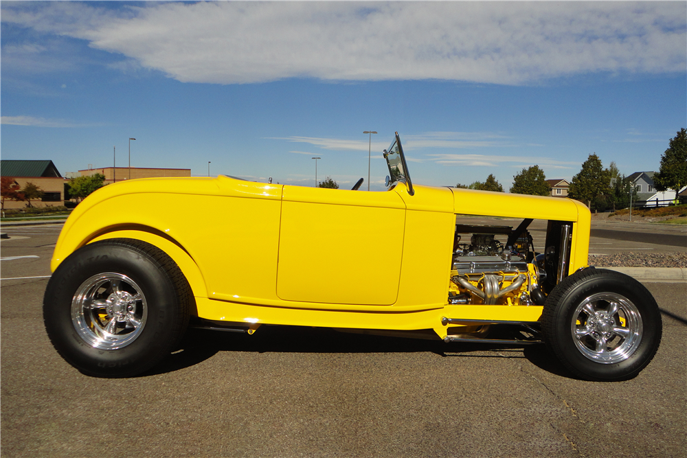 1932 FORD CUSTOM ROADSTER - Side Profile - 189161