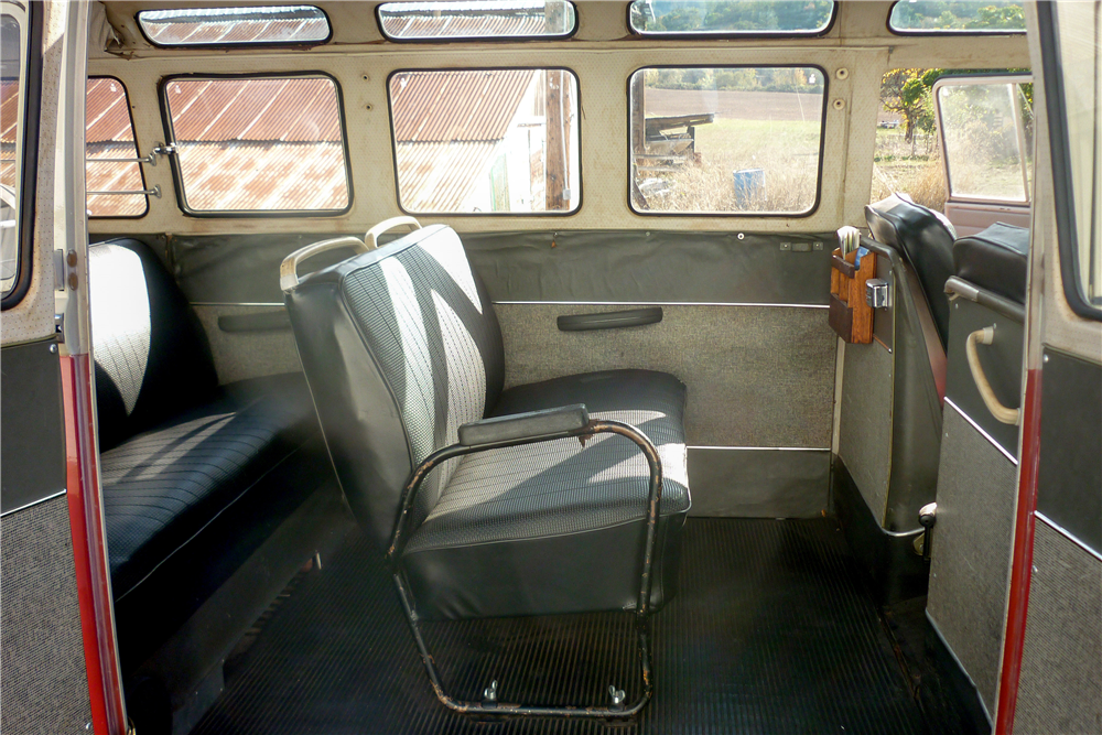 1965 VOLKSWAGEN 21-WINDOW BUS - Interior - 189164