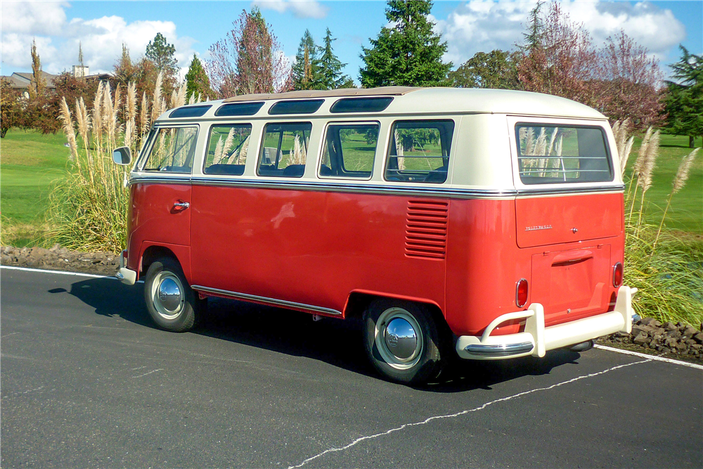 1965 VOLKSWAGEN 21-WINDOW BUS - Rear 3/4 - 189164
