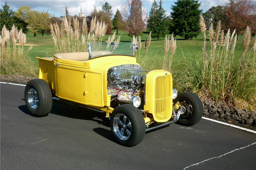 1932 FORD CUSTOM ROADSTER PICKUP - Front 3/4 - 189165