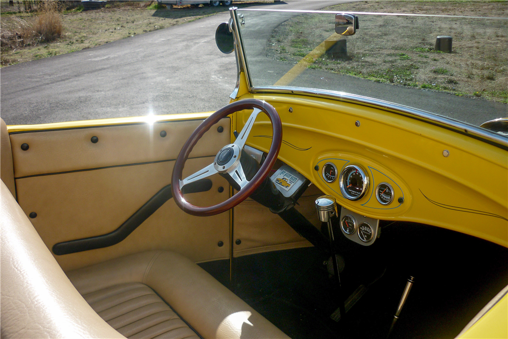 1932 FORD CUSTOM ROADSTER PICKUP - Interior - 189165