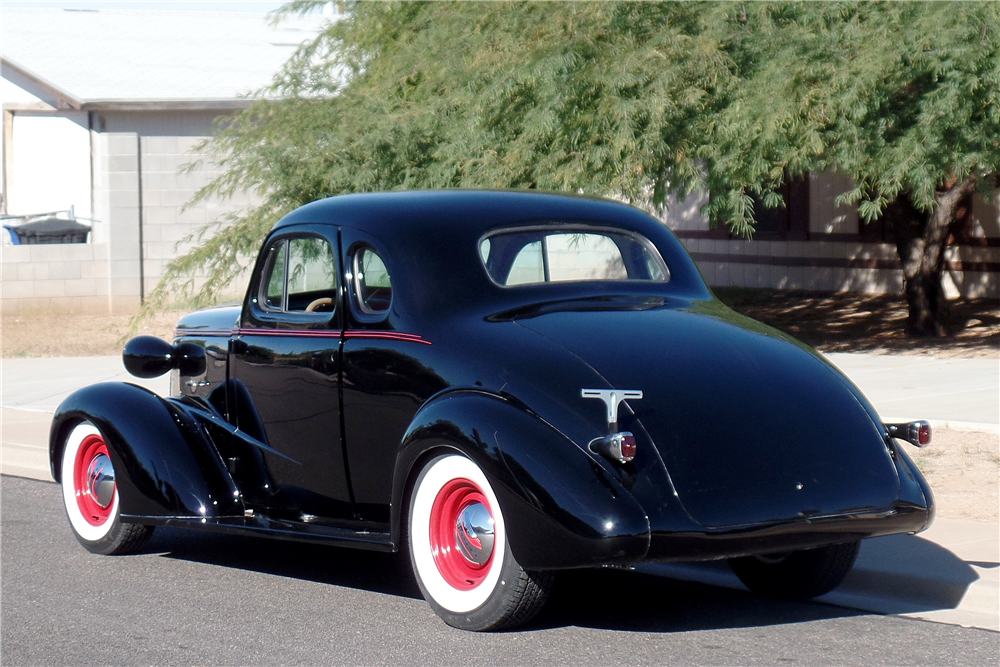 1938 CHEVROLET MASTER CUSTOM COUPE - Rear 3/4 - 189169