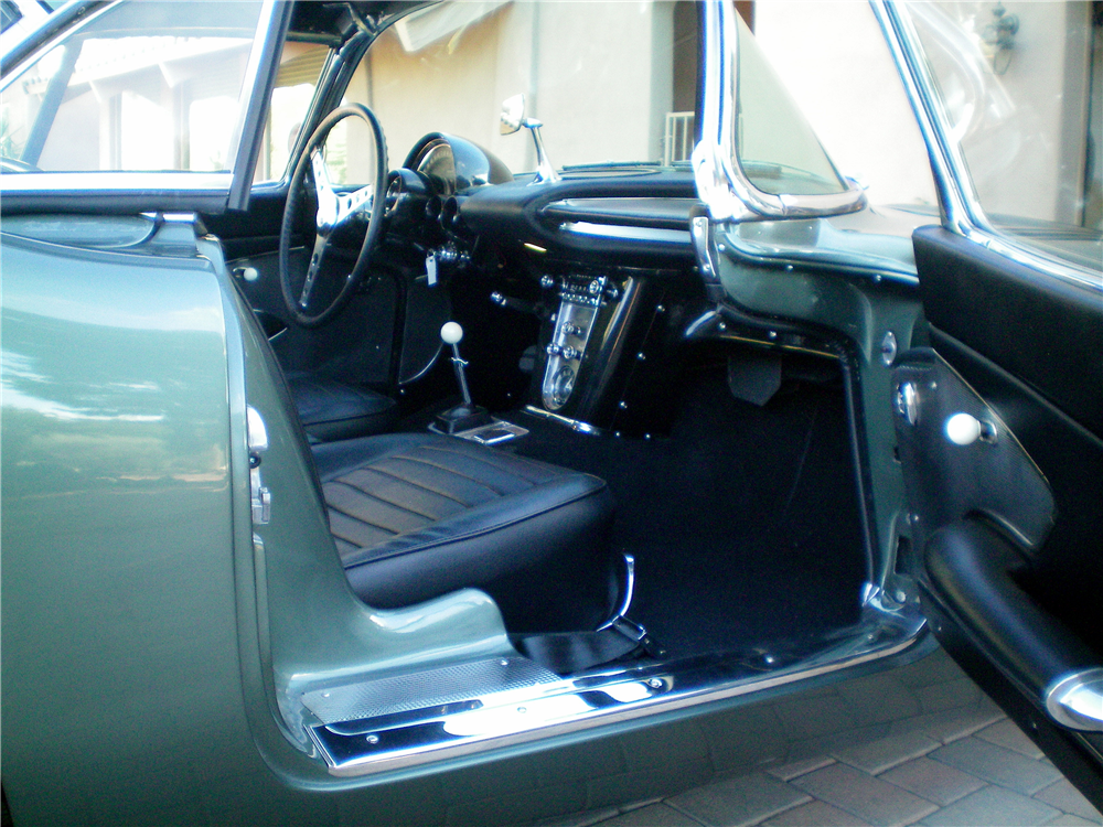 1959 CHEVROLET CORVETTE CONVERTIBLE - Interior - 189250