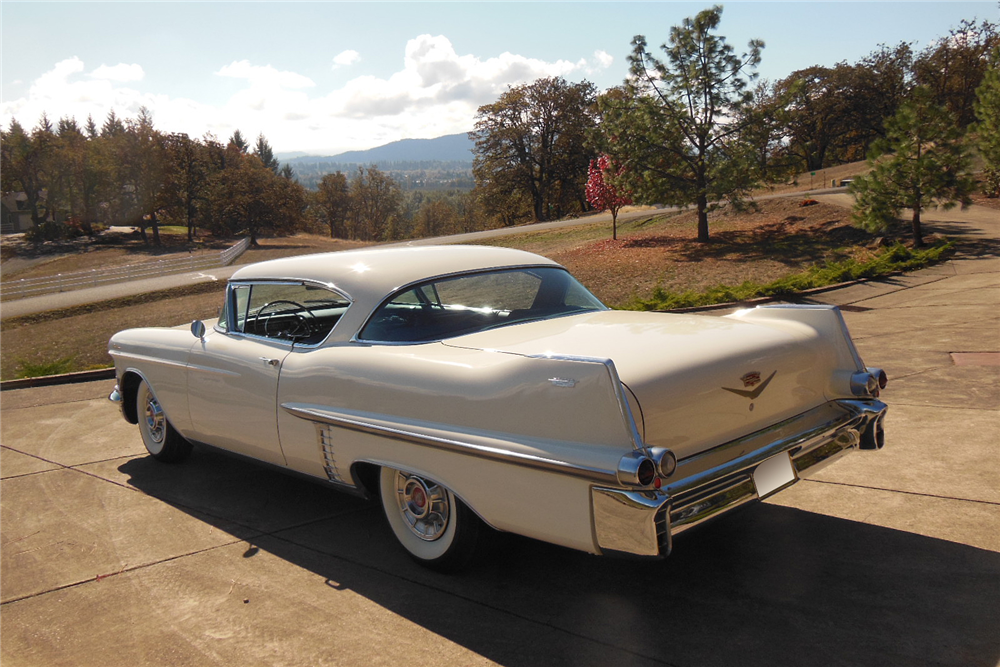 1957 CADILLAC SERIES 62 - Rear 3/4 - 189257