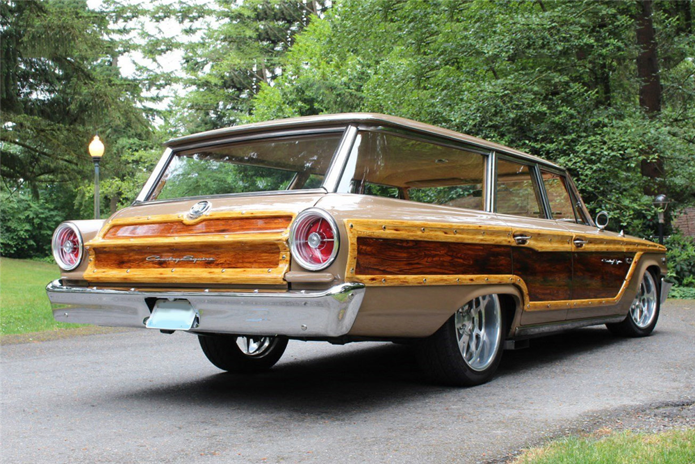 1963 FORD COUNTRY SQUIRE CUSTOM WAGON - Rear 3/4 - 189260