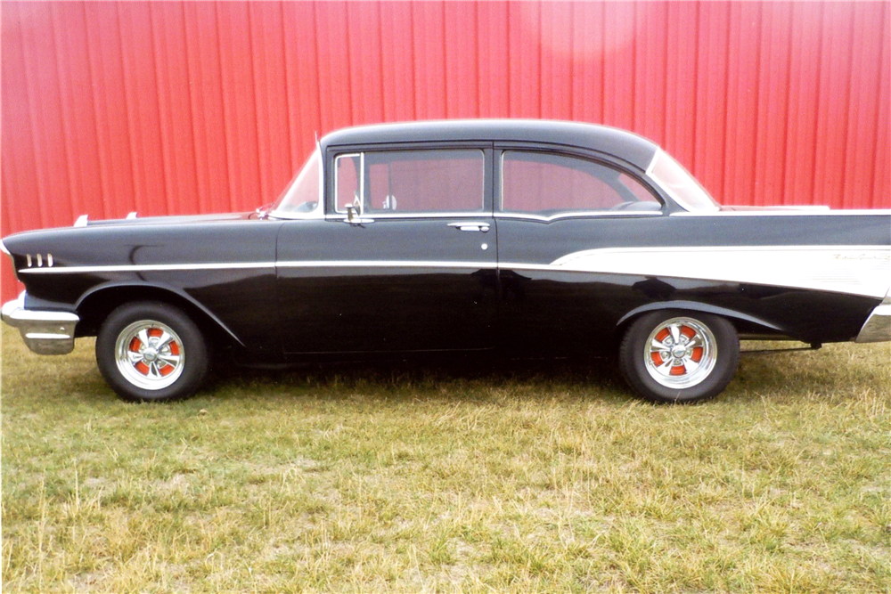 1957 CHEVROLET 210 CUSTOM SEDAN - Side Profile - 189307