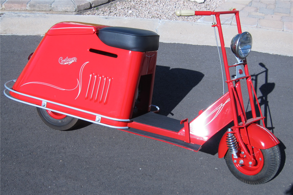 1947 CUSHMAN STEP-THROUGH HALF-SIZE SCOOTER - Front 3/4 - 189366