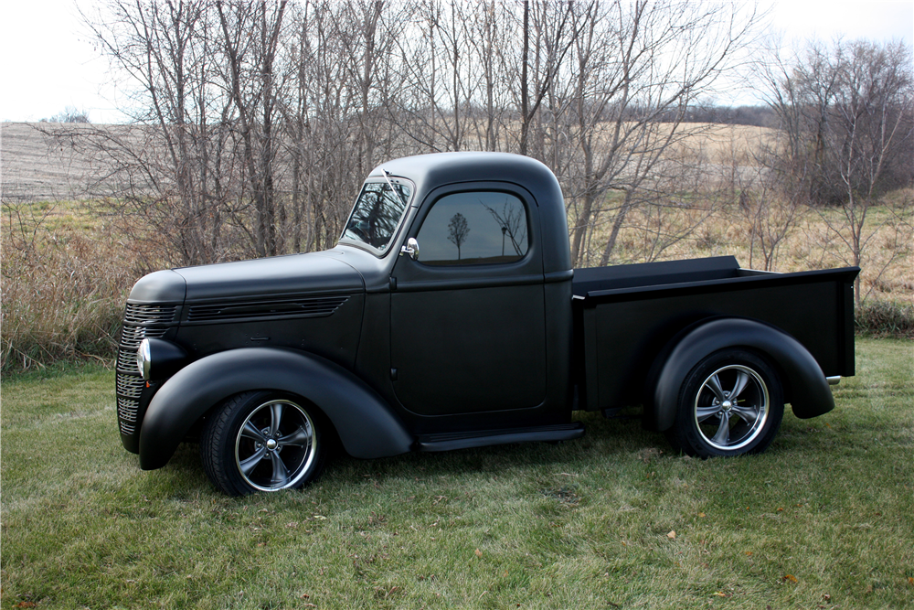 1939 INTERNATIONAL HALF-TON CUSTOM PICKUP - Side Profile - 189385