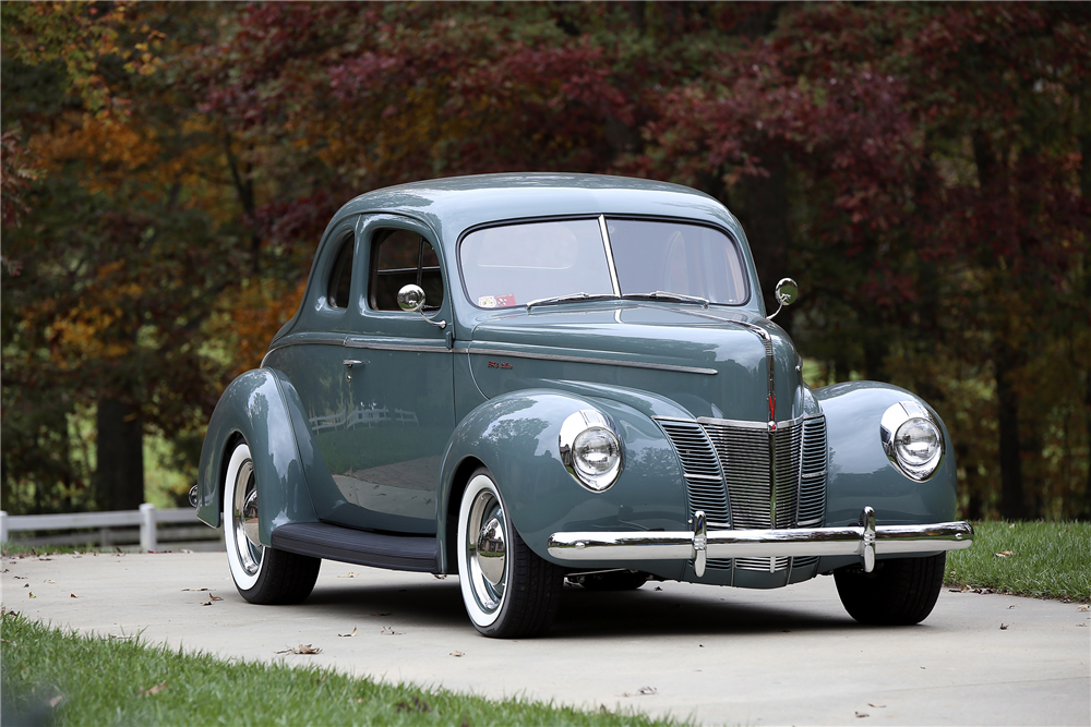 1940 FORD DELUXE CUSTOM COUPE - Front 3/4 - 189393