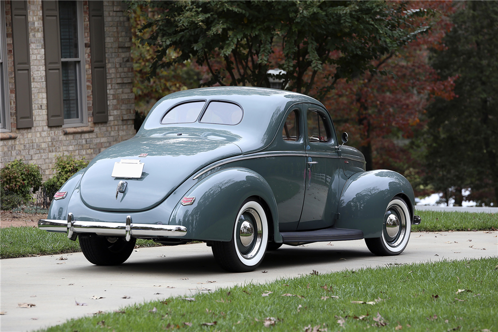 1940 FORD DELUXE CUSTOM COUPE - Rear 3/4 - 189393