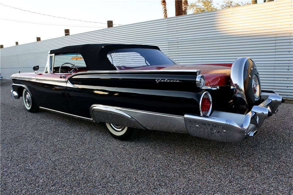 1959 FORD GALAXIE SUNLINER CONVERTIBLE - Rear 3/4 - 189415