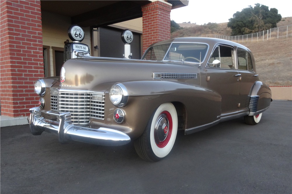 1941 CADILLAC SERIES 60 SPECIAL  - Front 3/4 - 189445