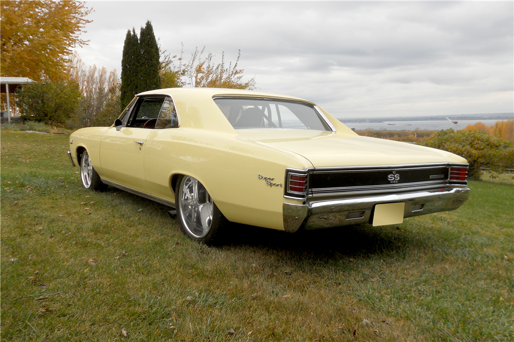 1967 CHEVROLET CHEVELLE CUSTOM HARDTOP - Rear 3/4 - 189532