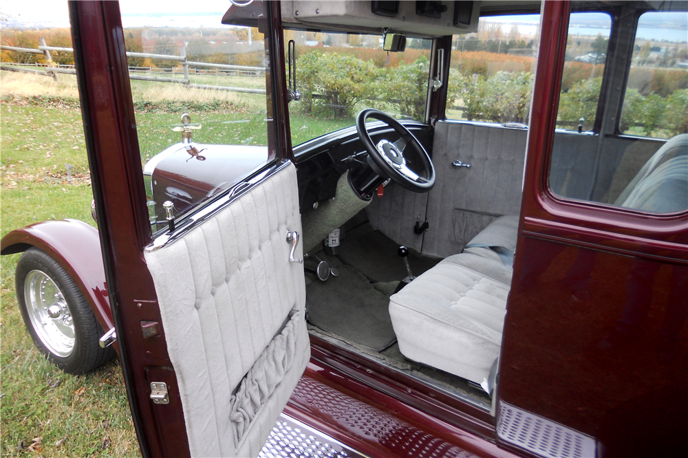 1926 FORD MODEL T CUSTOM COUPE - Interior - 189541