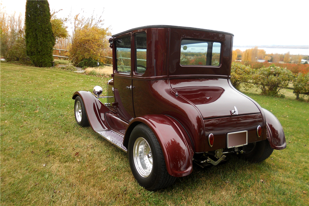 1926 FORD MODEL T CUSTOM COUPE - Rear 3/4 - 189541