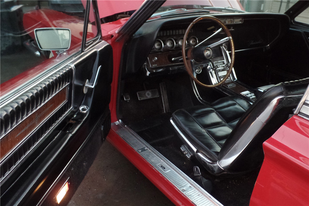 1966 FORD THUNDERBIRD LANDAU - Interior - 189549