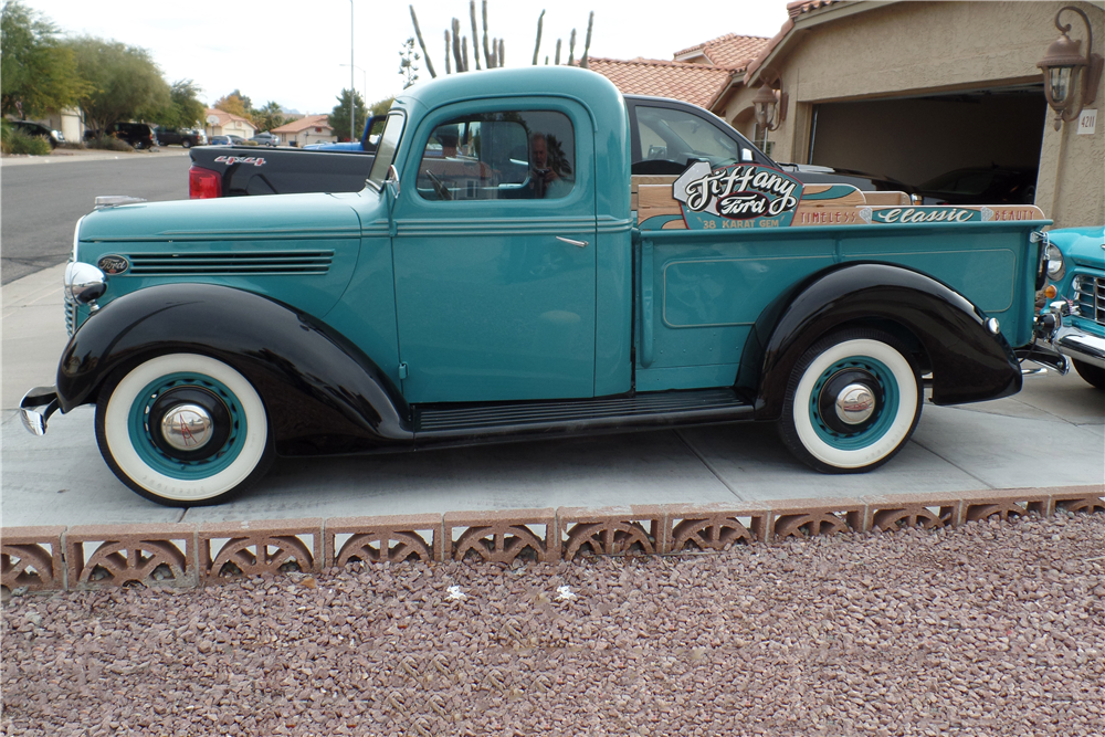 1938 FORD CUSTOM PICKUP - Side Profile - 189550
